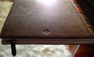 TwelveSouth-BookBook-MacBookPro-01