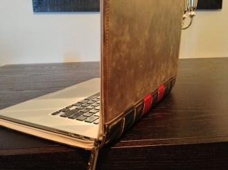 TwelveSouth-BookBook-MacBookPro-05