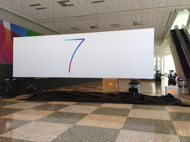 Apple displays extremely sparse iOS 7 banner at Moscone ahead of WWDC (Updated: OS X banners going up)