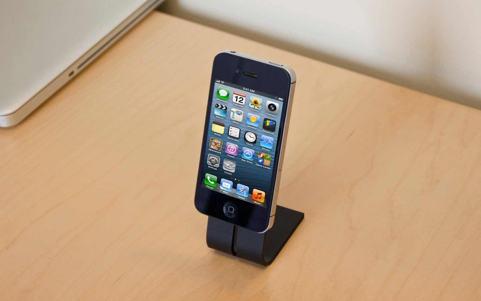 The micro-suction dock that appears to defy gravity [Review]