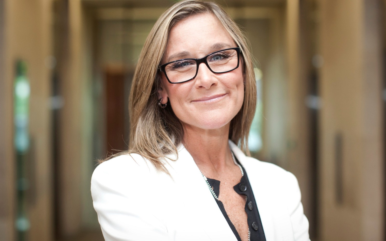 Apple SVP Angela Ahrendts becomes 'Dame of the British Empire' today, leaves Burberry as early as this month