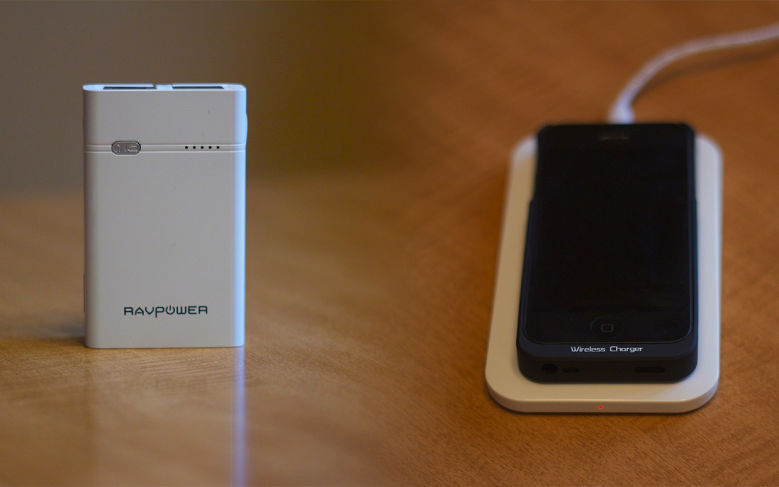 Review combo: RAVPower Qi-Enabled Wireless Charger and xRobot Power Bank