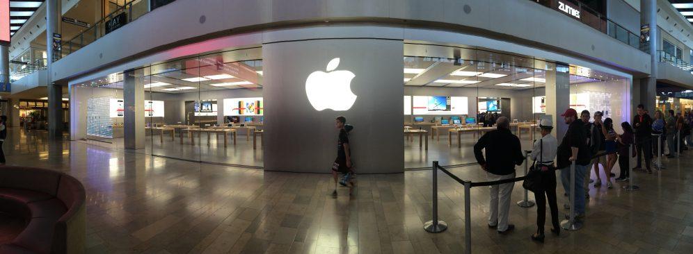 Apple-Store-vegas-winter-display-01