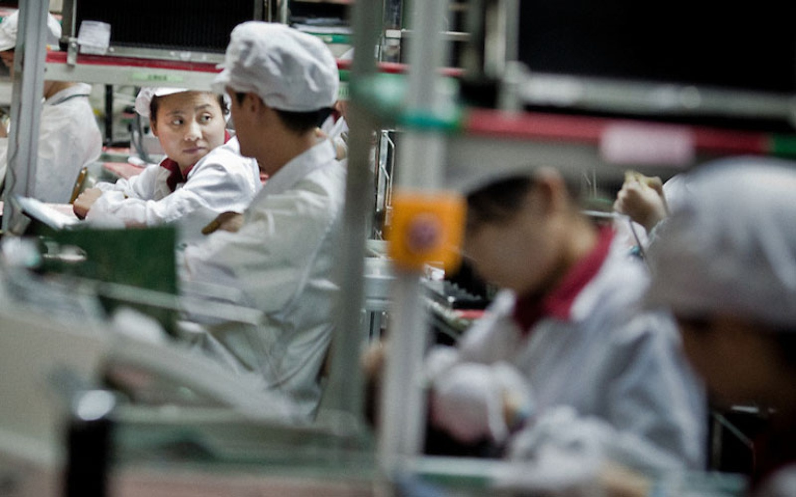 Foxconn prepares to replace workers with robots in iPhone 6 assembly process