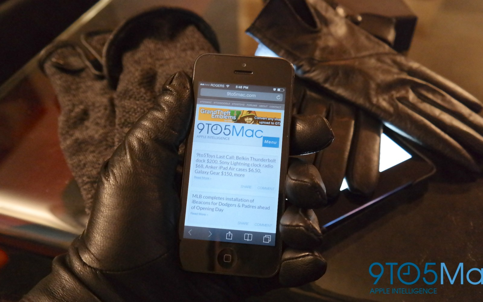 Review: Mujjo's leather and double-layered knitted touchscreen gloves for iPhone & iPad