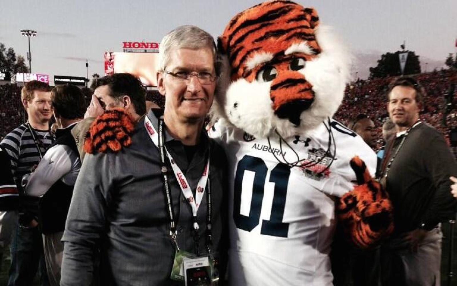 Tim Cook makes personal donation to LGBT equality campaign in Alabama, Arkansas and Mississippi