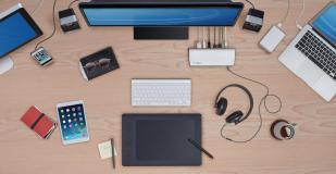 Thunderbolt_On_Desk