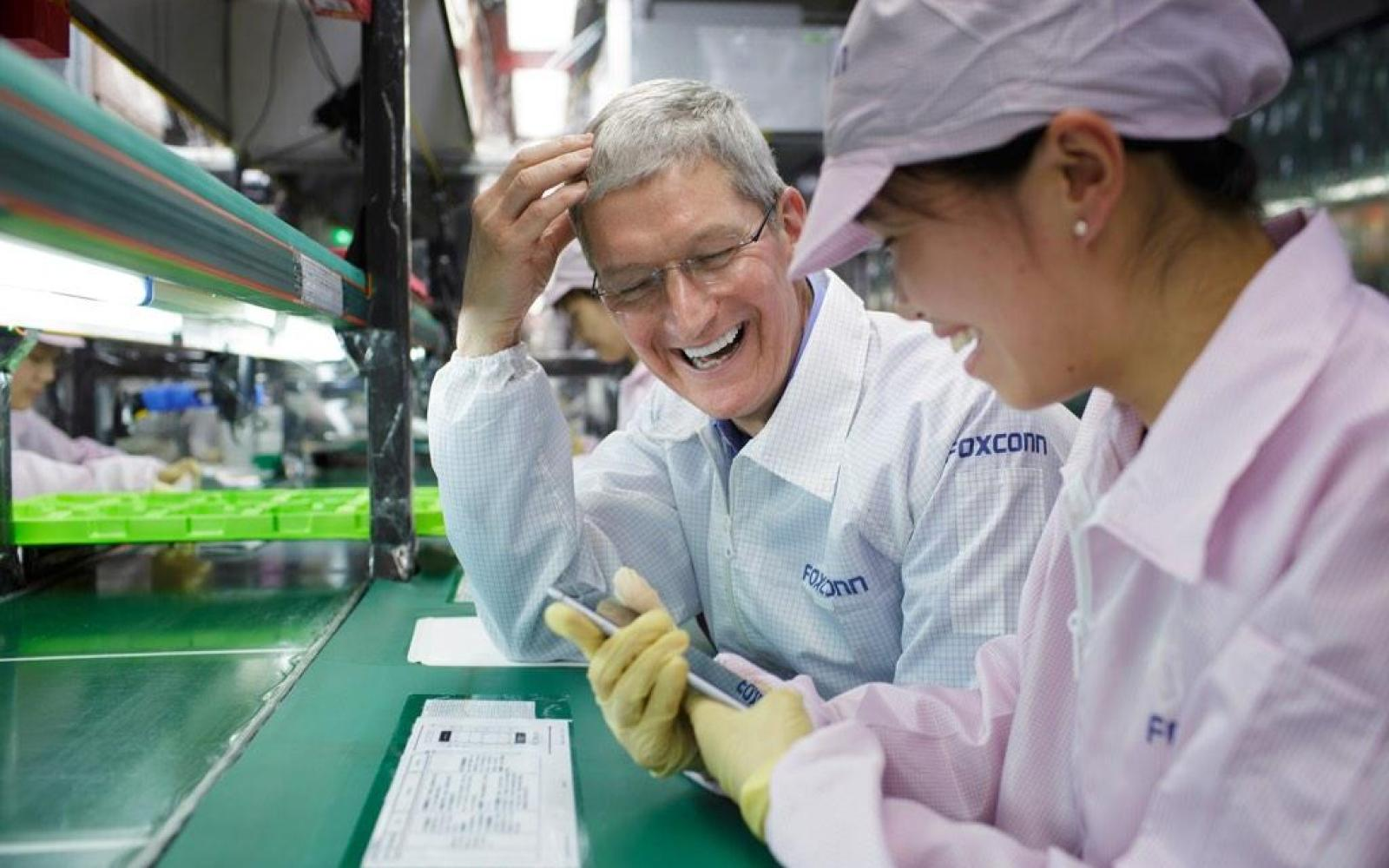 Tim Cook pays a visit to Zhengzhou iPhone factory during trip to China