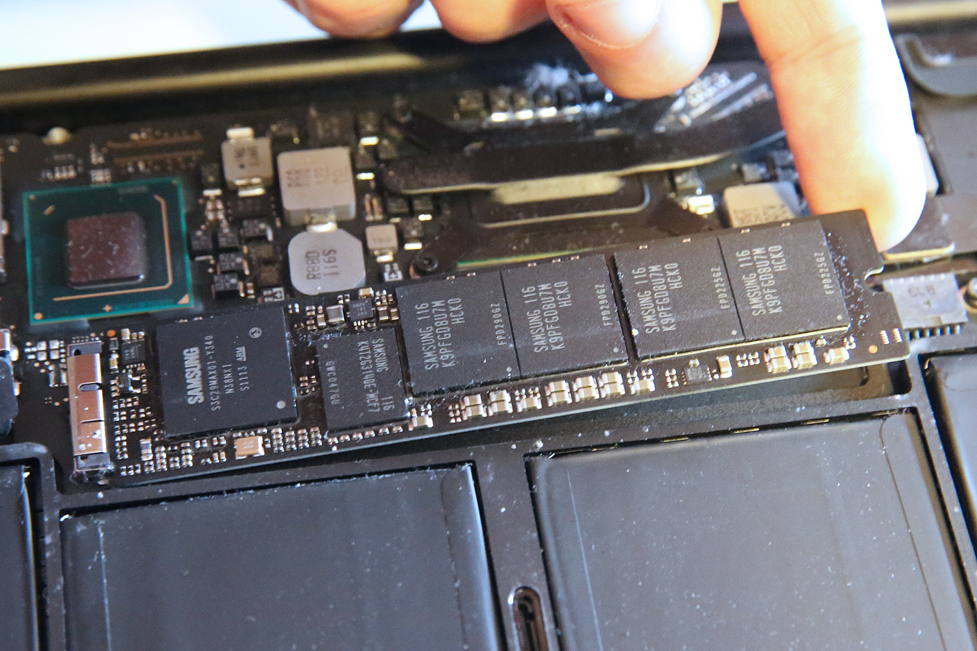 How to remove or install memory macbook pro