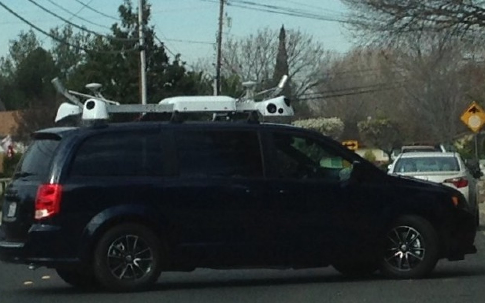 Camera-equipped minivan leased to Apple spotted in Bay Area may point to Street View-style mapping system