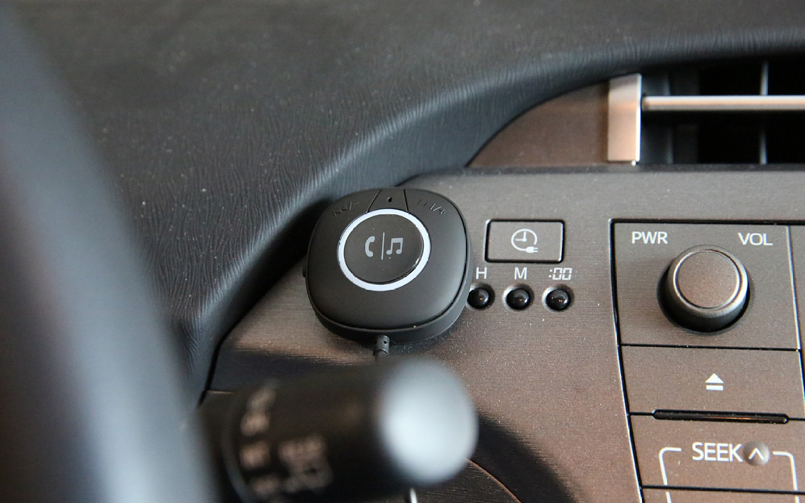 Review: TaoTronics' Bluetooth 4 Car Kit for iPhone adds low-cost speakerphone, music to older cars