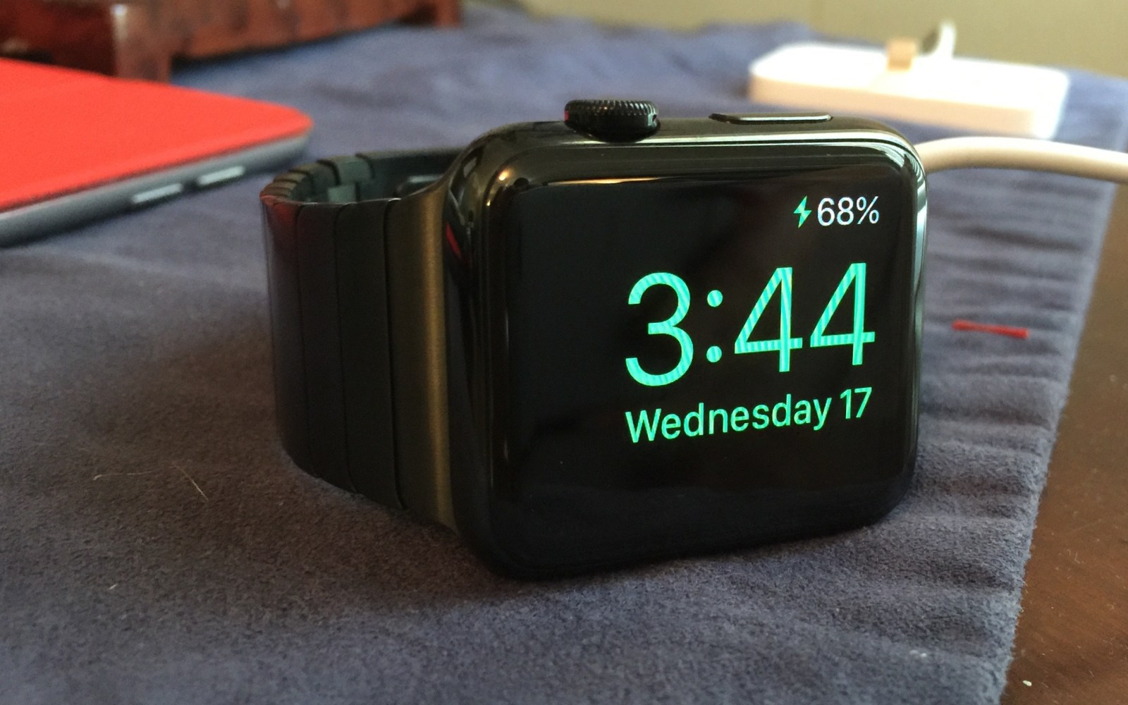 Apple Watch 2: Apple plans FaceTime camera, iPhone-free Wi-Fi, $1000+ models, similar battery