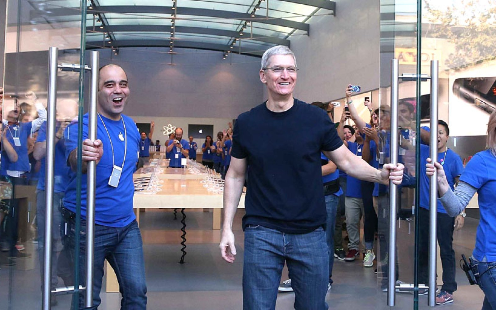 California judge dismisses class action suit against Apple over retail worker bag searches