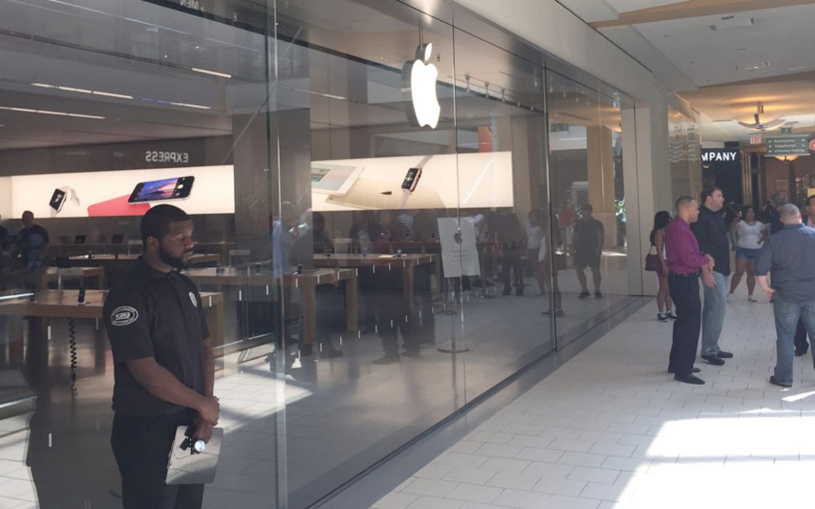 NY Apple Store Employee Charged With Using Fraudulent Card Details To Buy Almost 1M Worth Of Gift Cards