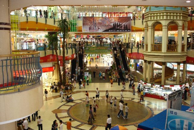 Dalian_large_Shopping_Mall_2005