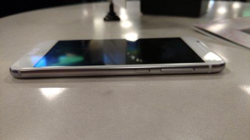 HTC One A9 iPhone 6 3