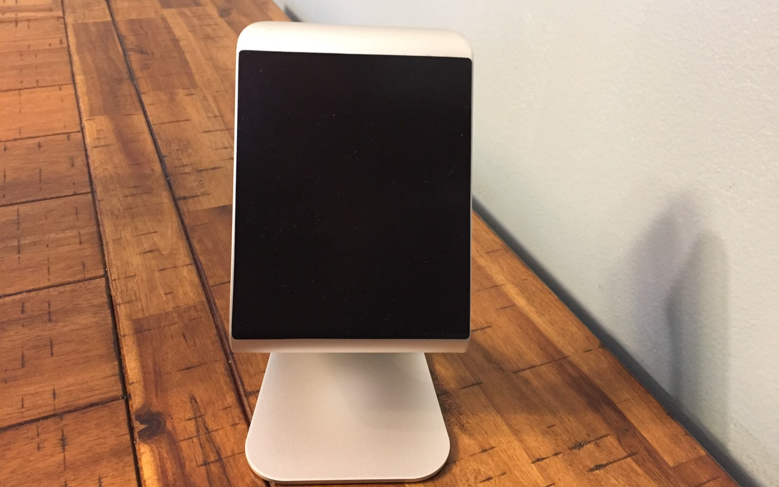 Review: Zand, the stand that makes using the iPad at a desk comfortable