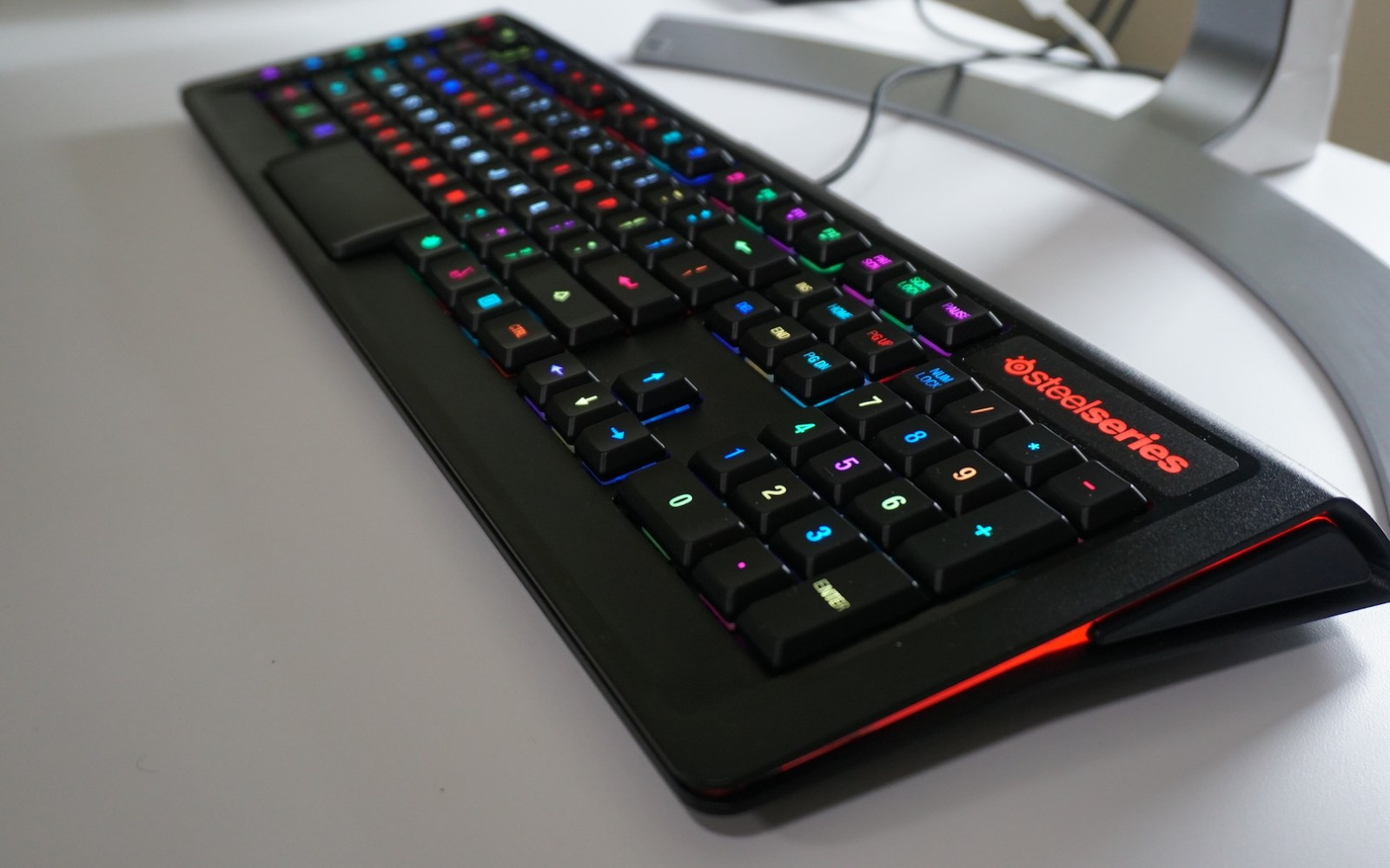 Review: SteelSeries Apex M800 mechanical keyboard with individual key LED illumination