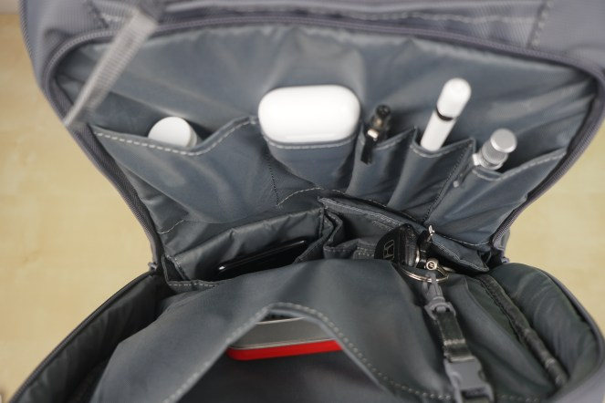 incase-icon-macbook-backpack-8