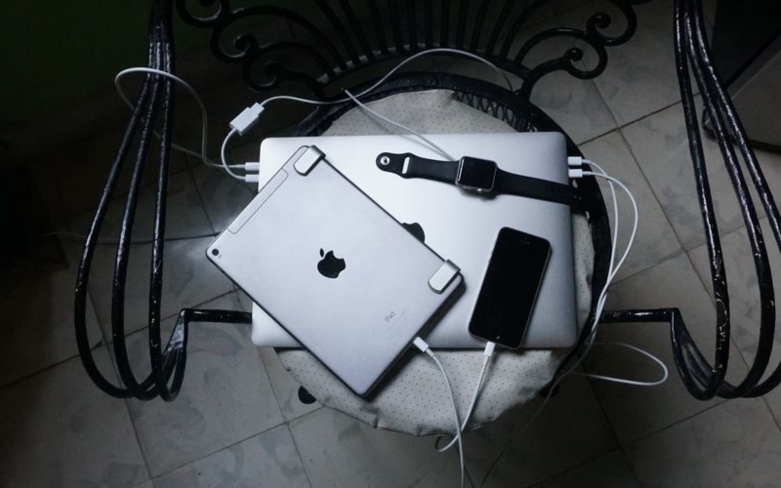 MacBook Pro Diary: Higher power output turned my Mac into a charging hub for my holiday