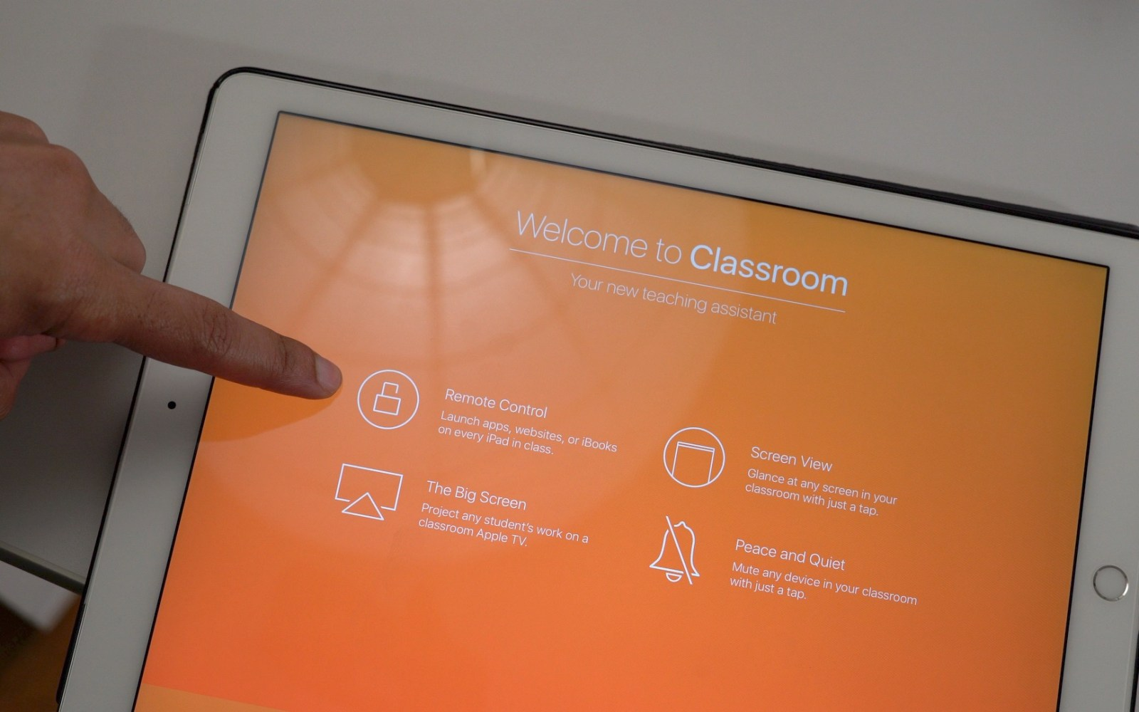 Hands-on: Classroom 2.0 brings manual class creation to the iPad [Video]
