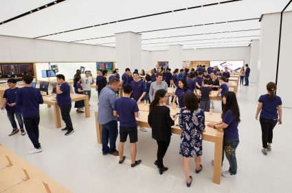 apple_taipei_101_customers