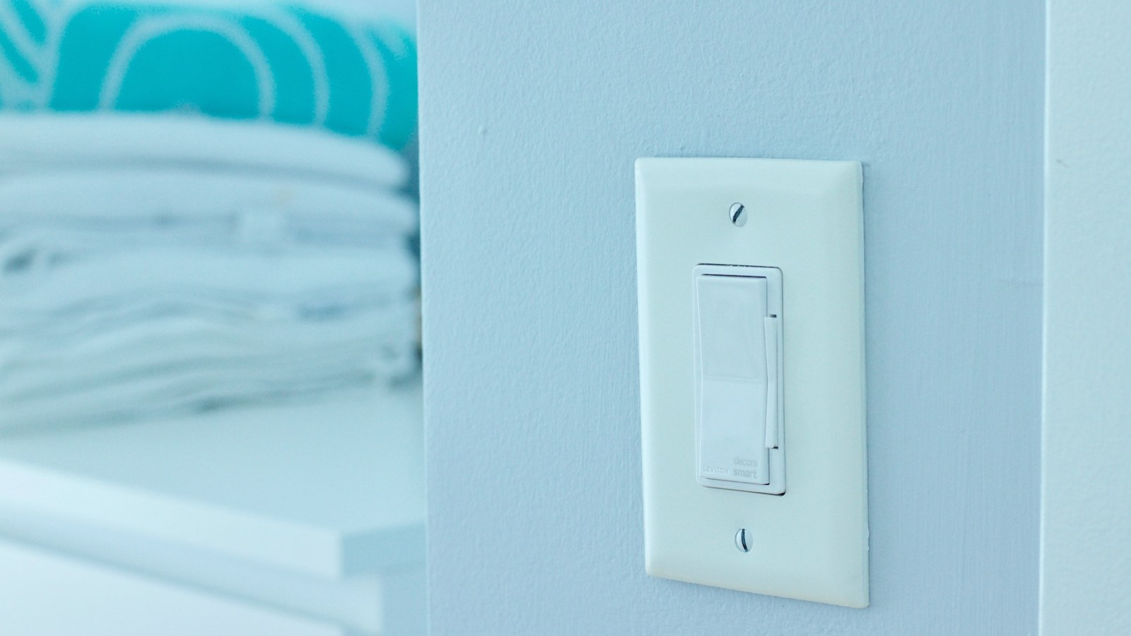 Review: Not-so-obvious smart home with Leviton's Decora Smart Switch & Dimmer