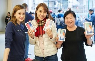 iPhoneX-Launch-GeorgeStreet-Sydney_multiple-purchase_20171102
