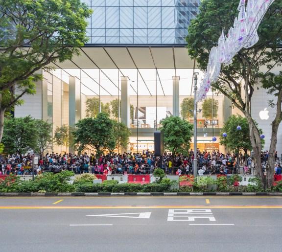iPhoneX-Launch-Singapore_entrance-line_20171102