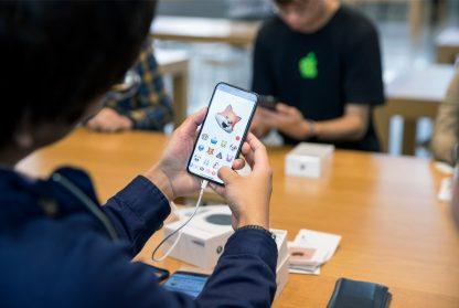 iPhoneX-Launch-Tokyo_animoji_20171102