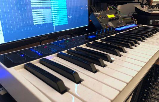 IK Multimedia iRig Keys I:O MIDI keyboard-01