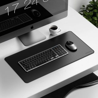 Aluminum wireless mouse and Deskmate desk pad