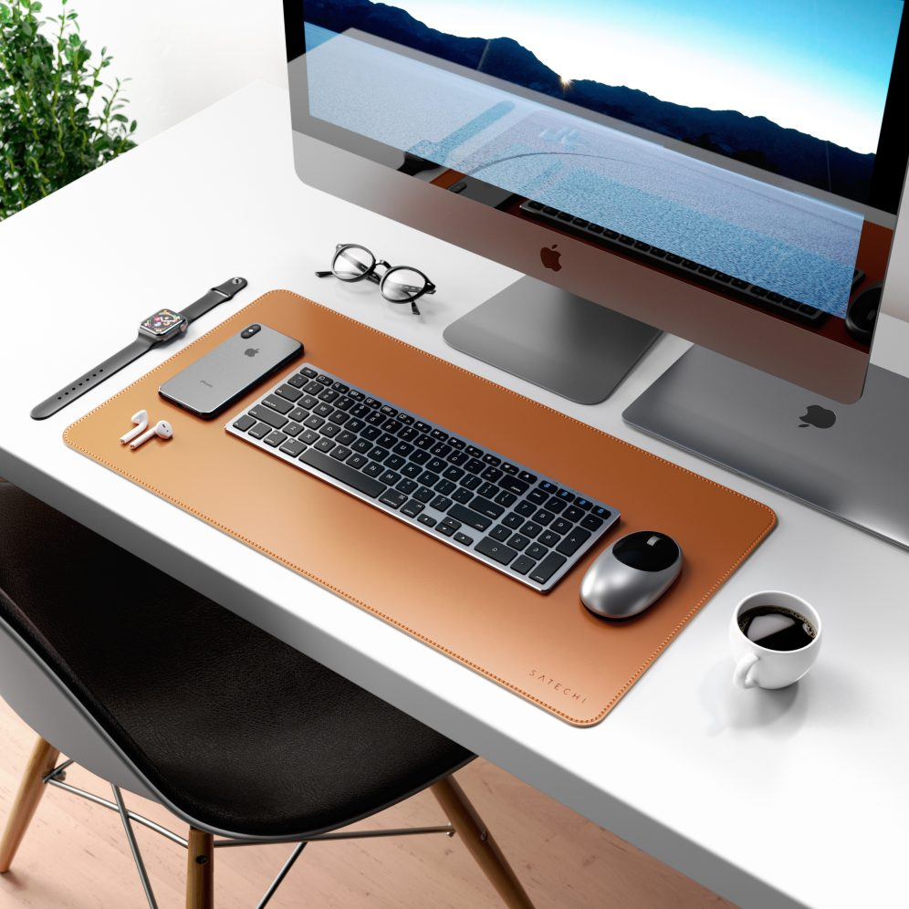 Deskmate desk pad and Satechi Aluminum wireless mouse