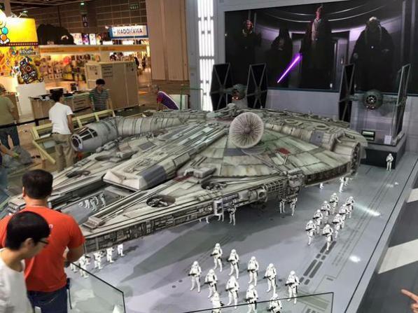 Millennium-Falcon-model-03