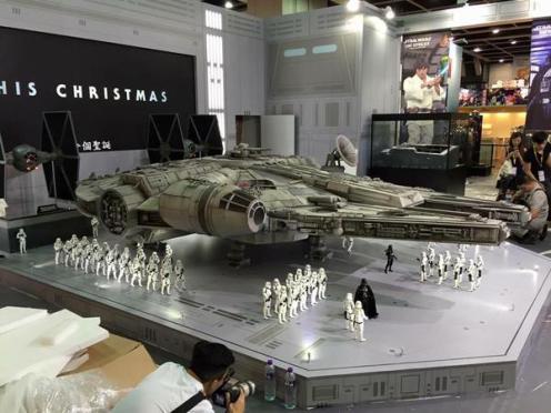 Millennium-Falcon-model-05
