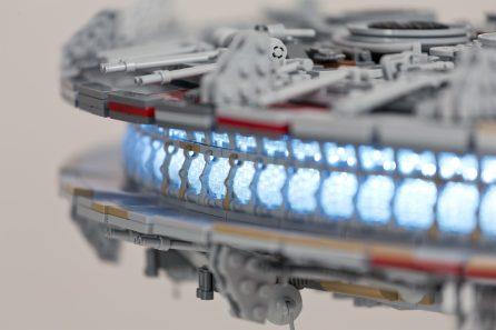 LEGO Millennium Falcon-02