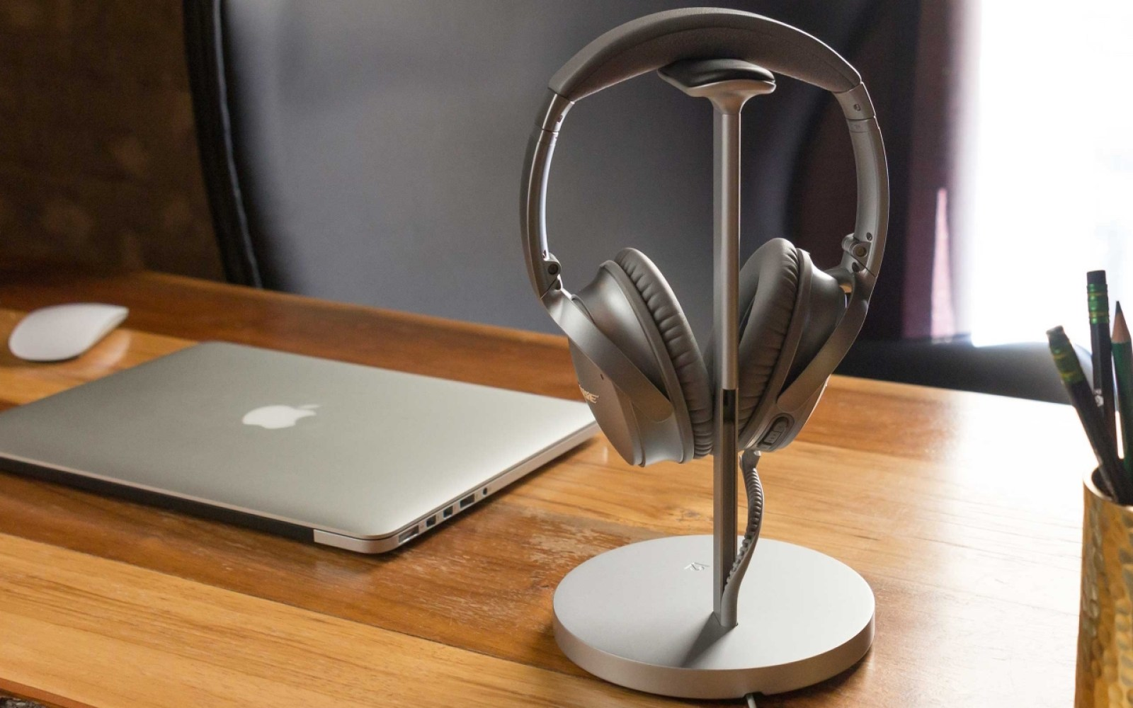 """Twelve South introduces Fermata: the """"world's first charging stand for wireless headphones"""""""