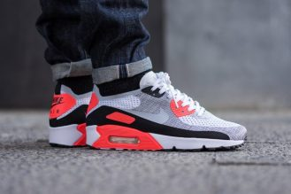 NIKE-AIR-MAX-90-FLYKNIT-INFRARED-ON-FEET-4-700x468
