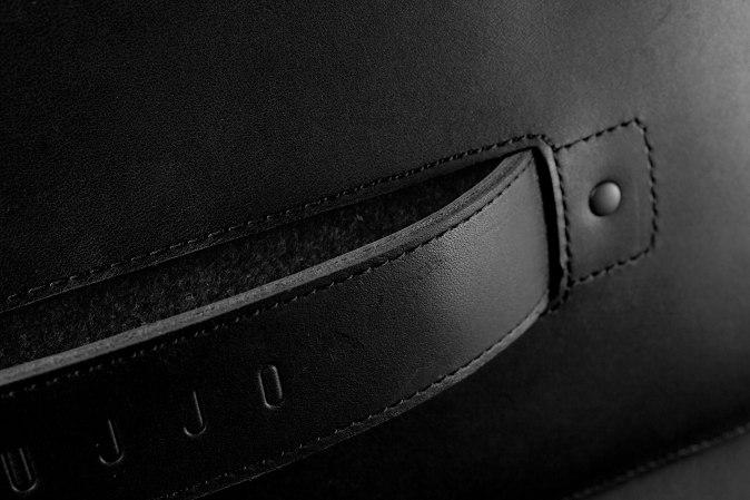 Carry-On-Folio-Sleeve-for-1222-Macbook-Black-06