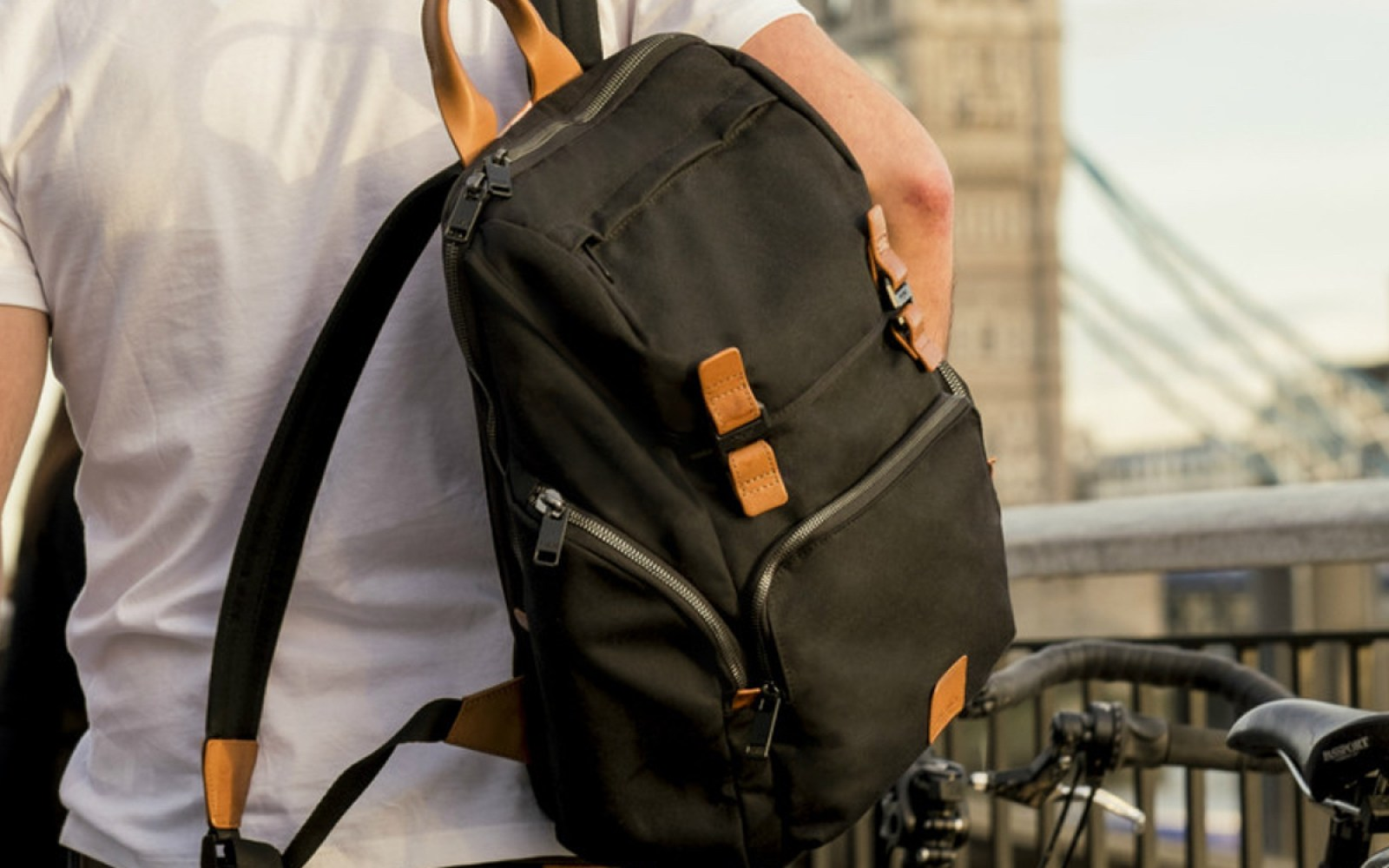 Knomo's water-resistant LiveFree bag offers wireless charging on the go