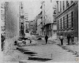 Pavimentando la calle. Foto del Archivo Municipal de Valladolid