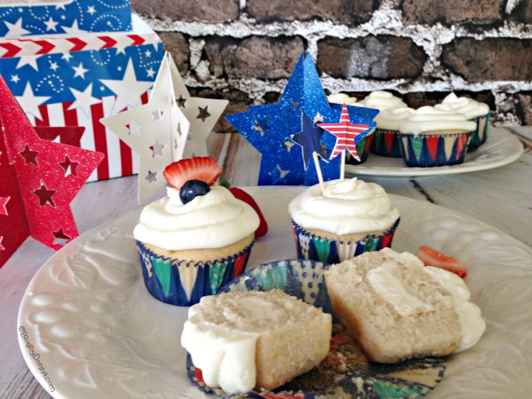 Hazelnut cupcakes using K-Cups Brewed Over Ice coffee #BrewOverIce #BrewItUp #shop #cbias #collectivebias
