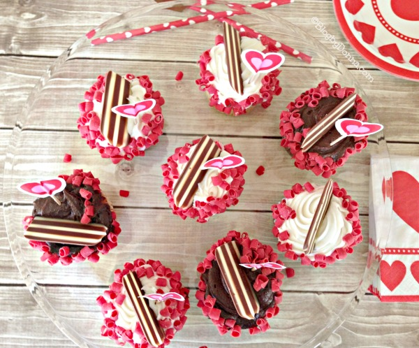 Valentine's Day Party Cupcakes for V-Day Party #CapriSunParties #collectivebias