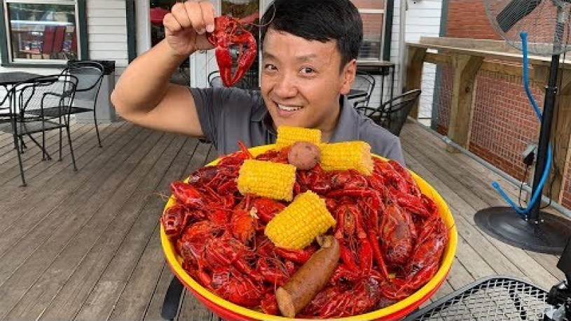ULTIMATE Cajun / Creole Food Tour of New Orleans | 6 POUND Crawfish Boil!