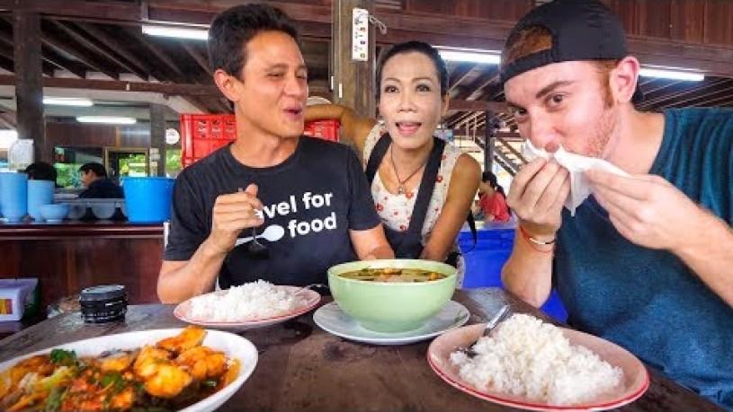 Spicy Thai Food! | LIQUID FIRE CURRY Restaurant in Bangkok, Thailand!