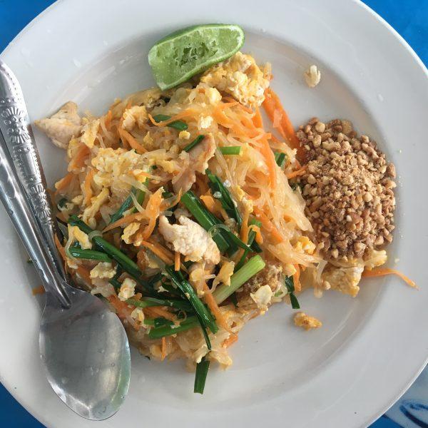 Пад Тай - жареная лапша с мясом и ростками сои