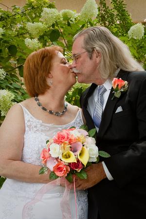 Betty & Ed Kiss