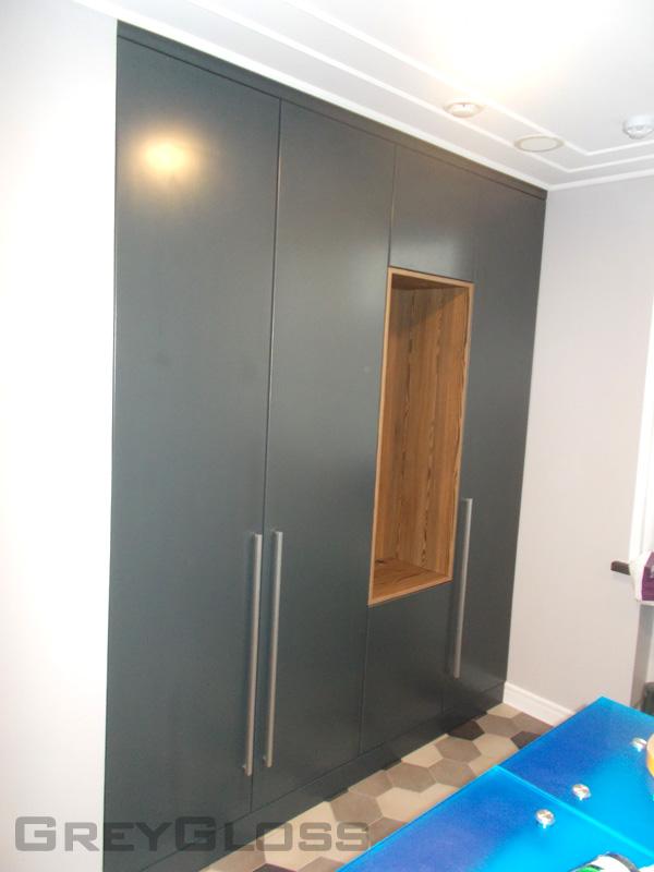 Прихожий шкаф для посетителей стоматологической клиники