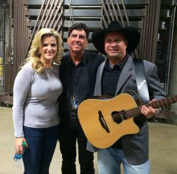 Kelly and Garth Brooks