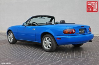 40-6430_Mazda MX5 Miata_Chicago Auto Show blue 06